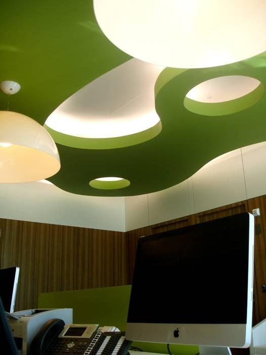 Receção: Escritórios  por Área77 - arquitectura, engenharia e design, lda,