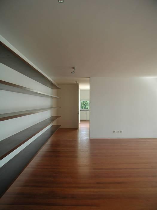House in Estoril Salas de estar minimalistas por Pedro Mendes Arquitectos Minimalista