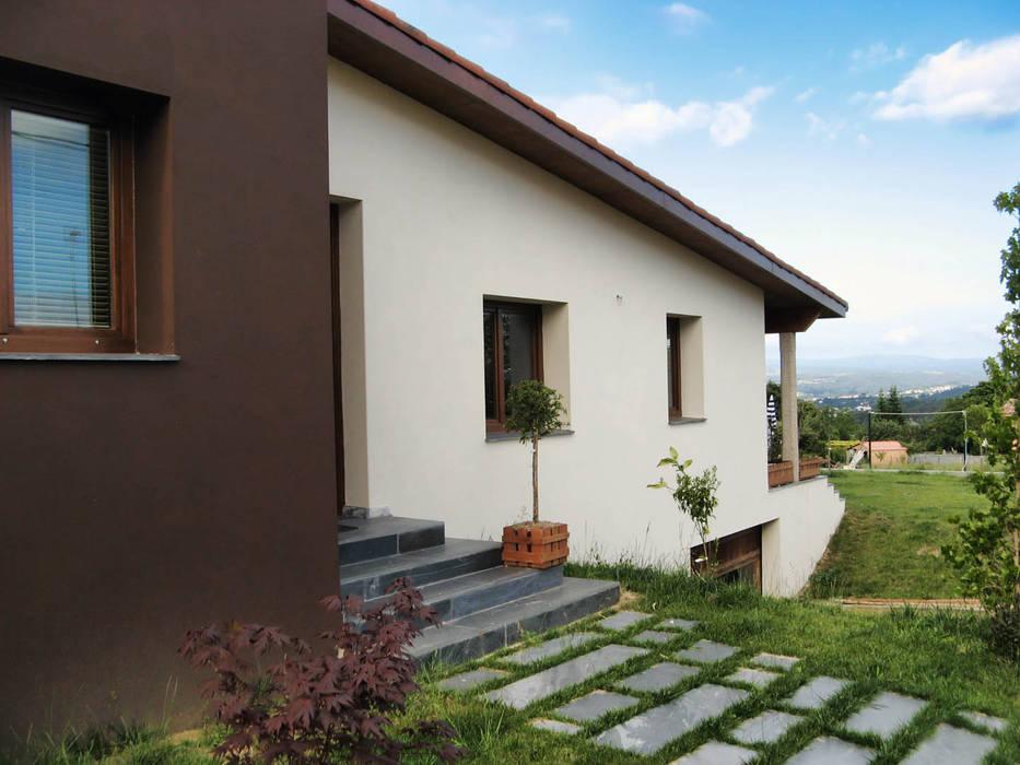 VIVIENDA UNIFAMILIAR EN SADA Casas de estilo clásico de Intra Arquitectos Clásico