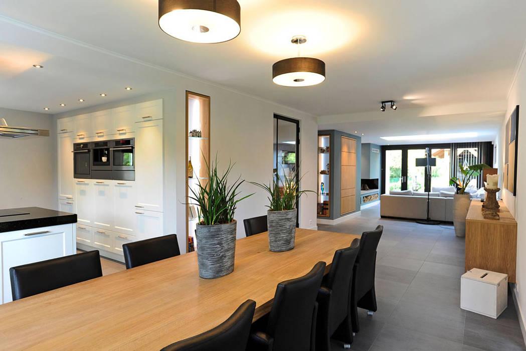 Eetkamer Keuken Open : Eetgedeelte aan open keuken eetkamer door robin hurts architect