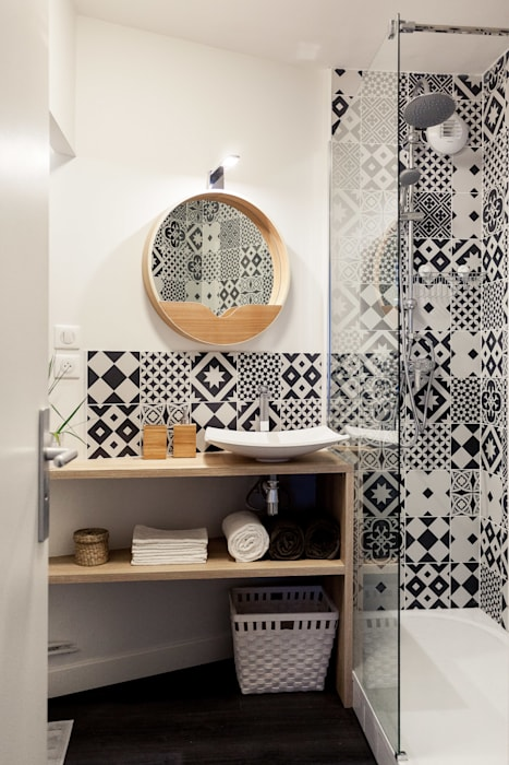 Rénovation complète d'un appartement de 30m² Salle de bain scandinave par MadaM Architecture Scandinave