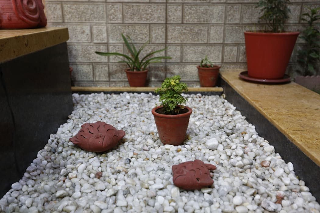 Outdoor landscaping:  Garden by RAVI - NUPUR ARCHITECTS