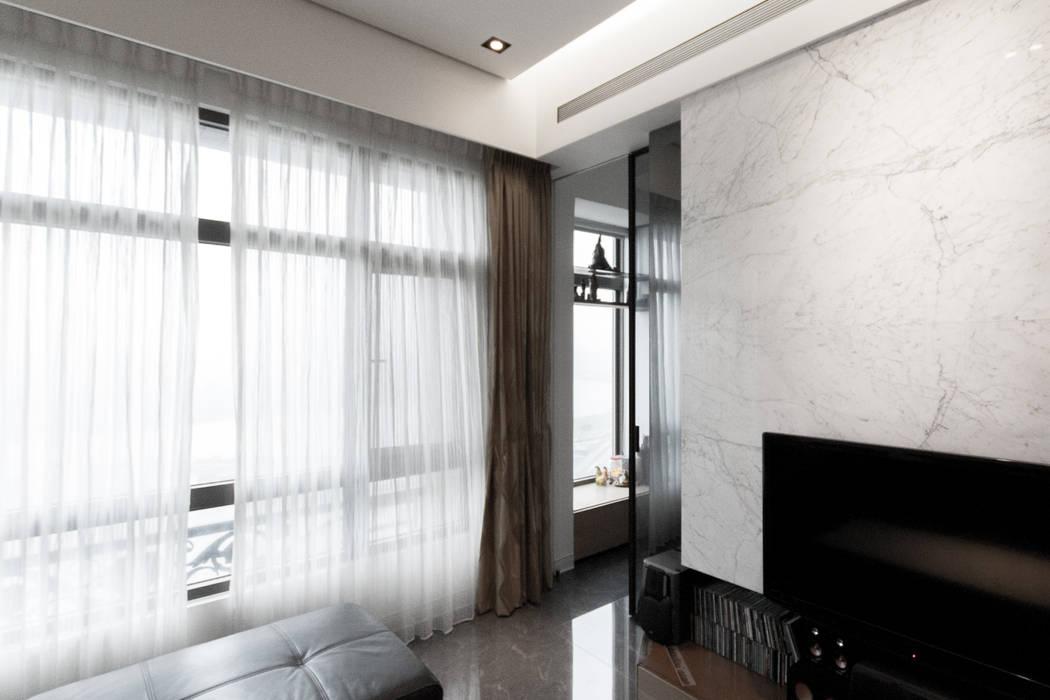 BRAVO INTERIOR DESIGN & DECO    SIMPLY STYLE:  走廊 & 玄關 by 璞碩室內裝修設計工程有限公司