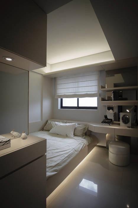 BRAVO INTERIOR DESIGN & DECO    LUX STYLE:  臥室 by 璞碩室內裝修設計工程有限公司