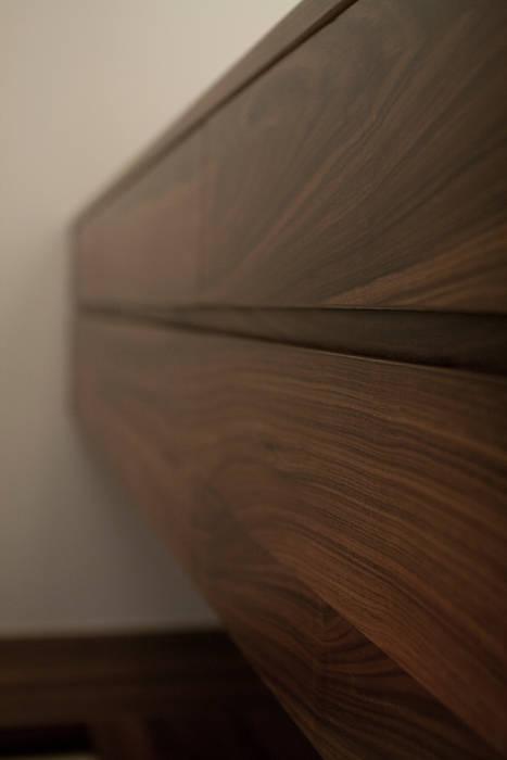BRAVO INTERIOR DESIGN & DECO    JIA STYLE:  更衣室 by 璞碩室內裝修設計工程有限公司