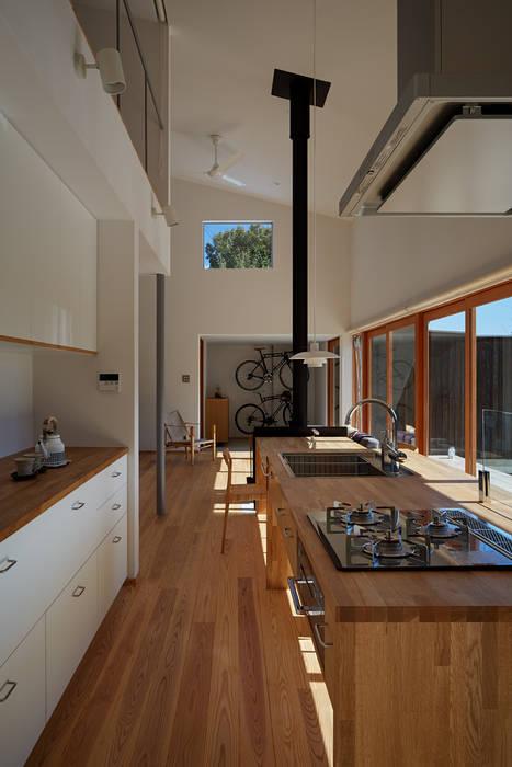 Modern Kitchen by toki Architect design office Modern Wood Wood effect