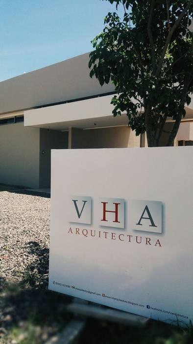 Ingreso : Casas de estilo  por VHA Arquitectura