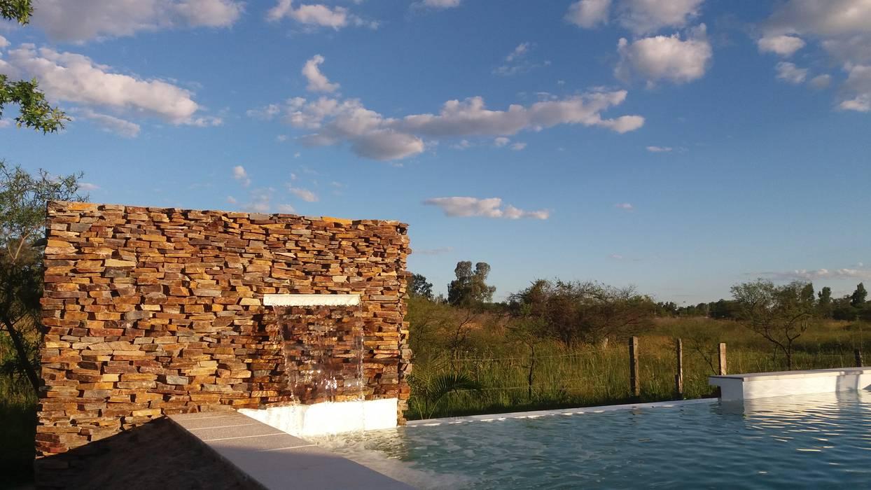 Piscina : Piletas de estilo moderno por VHA Arquitectura