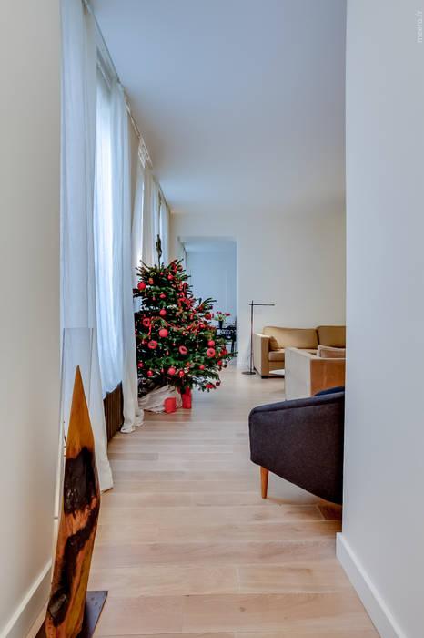 Ruang Keluarga oleh ATELIER FB, Modern