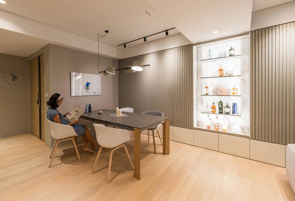:  Dining room by arctitudesign, Minimalist Wood Wood effect