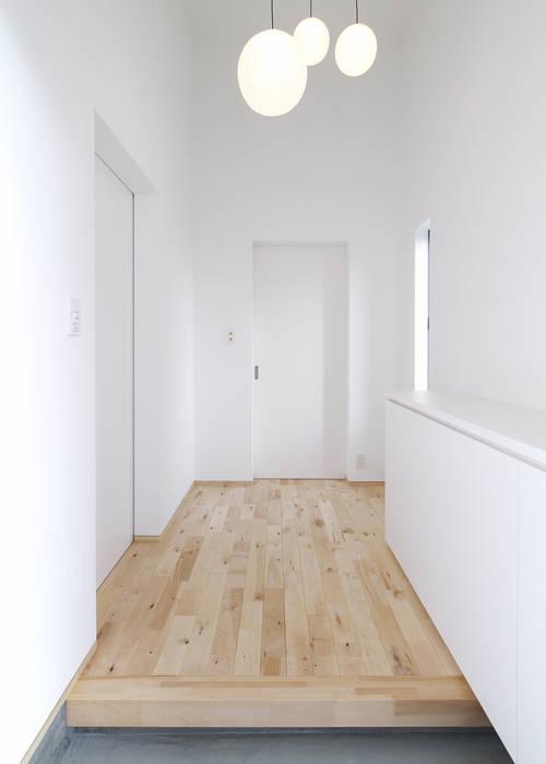 F.Flat+L -共働きのための平屋住宅- 有限会社アルキプラス建築事務所 モダンスタイルの 玄関&廊下&階段