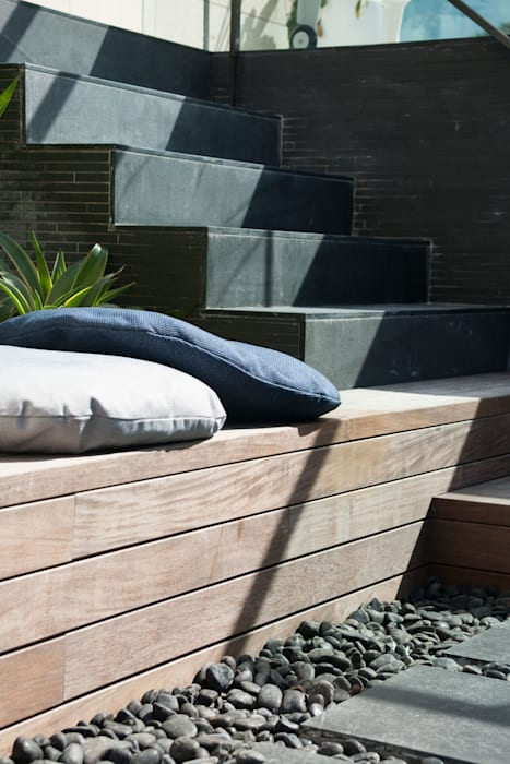 Take a seat in the Sun:  Garden by Sensearchitects_Limited, Modern Stone