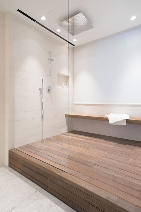 A Boundless Shower Space:  Bathroom by Sensearchitects Limited