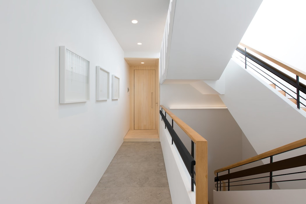 Paintings Modern corridor, hallway & stairs by Sensearchitects Limited Modern Wood Wood effect