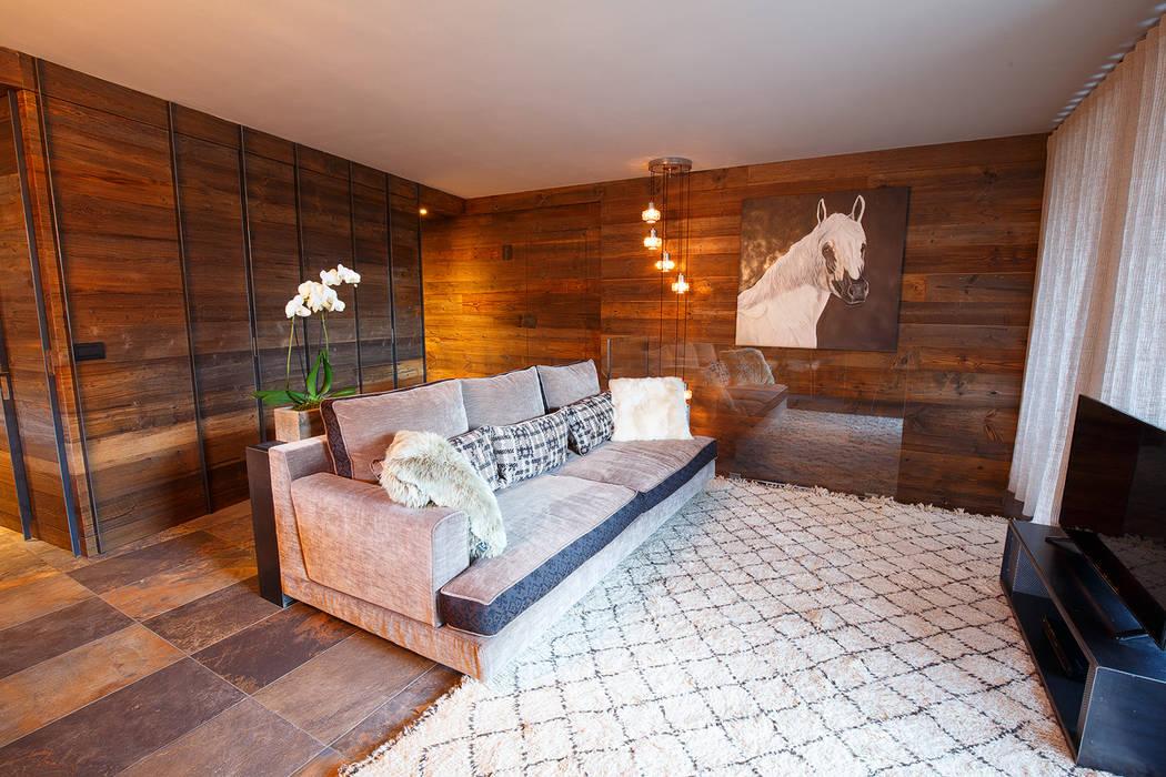 Living room by BEARprogetti - Architetto Enrico Bellotti, Rustic Solid Wood Multicolored