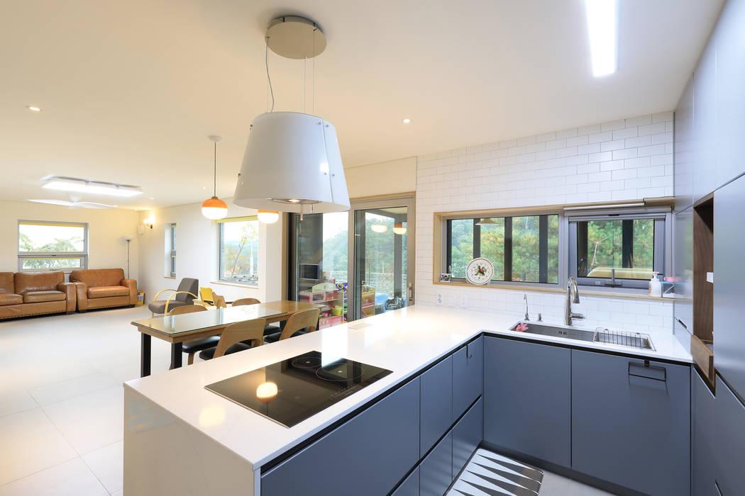 Cuisine moderne par 주택설계전문 디자인그룹 홈스타일토토 Moderne Bois Effet bois