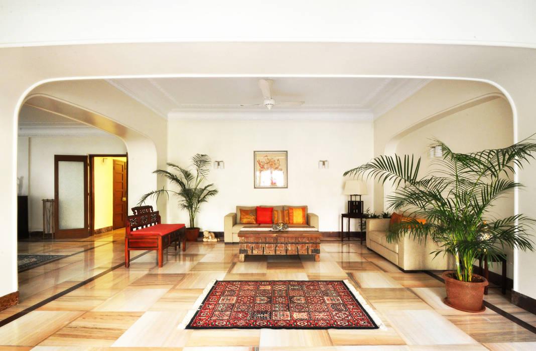 Dhruva Samal & Associates Colonial style living room