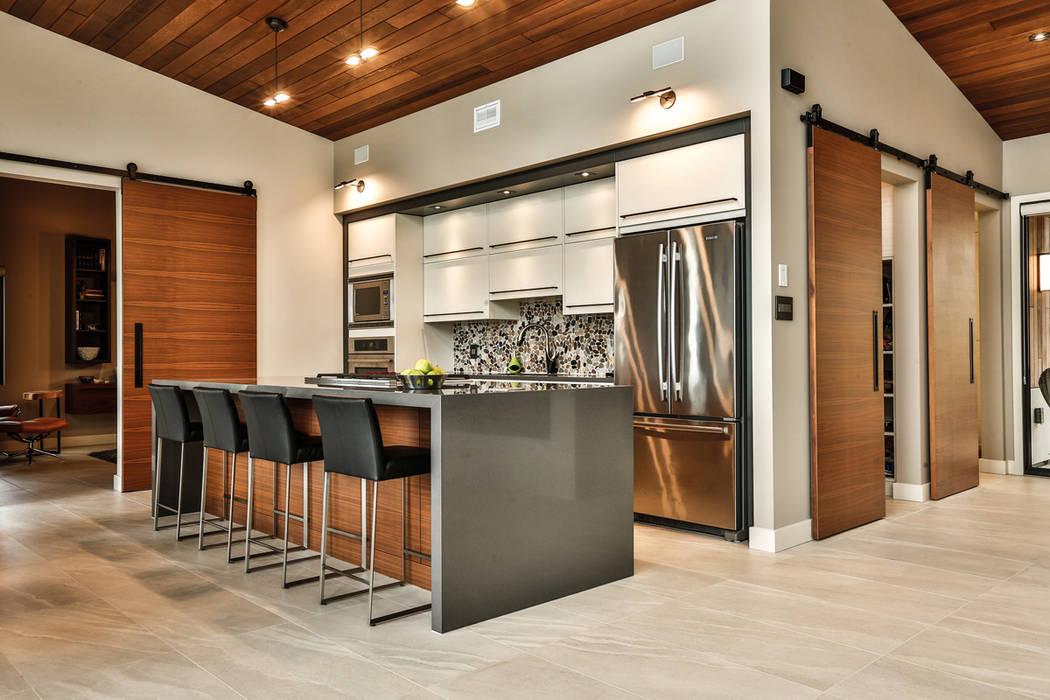 Winnipeg beach weekend home:  Kitchen by Unit 7 Architecture