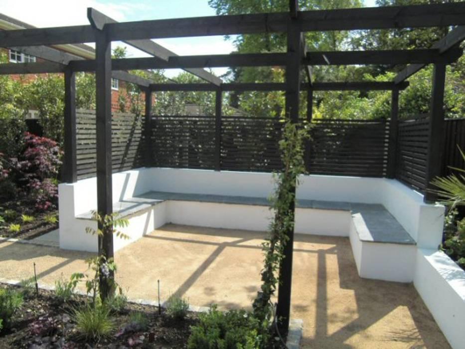 Contemporary Garden Silchester Berkshire:  Garden by Linsey Evans Garden Design,