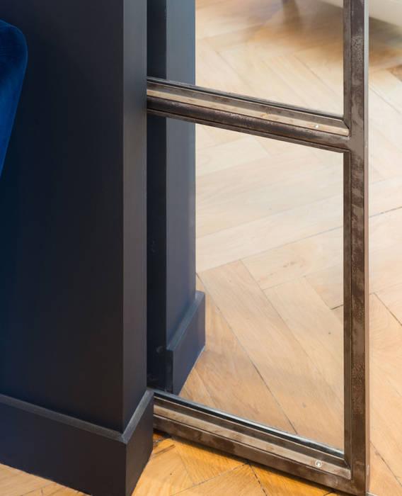 Un Haussmannien décoré Fenêtres & Portes classiques par Dominique Marcon Classique