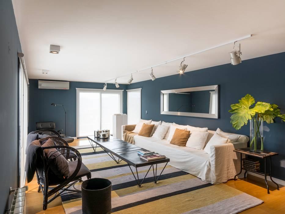 Living: Livings de estilo  por Interiores B.AP
