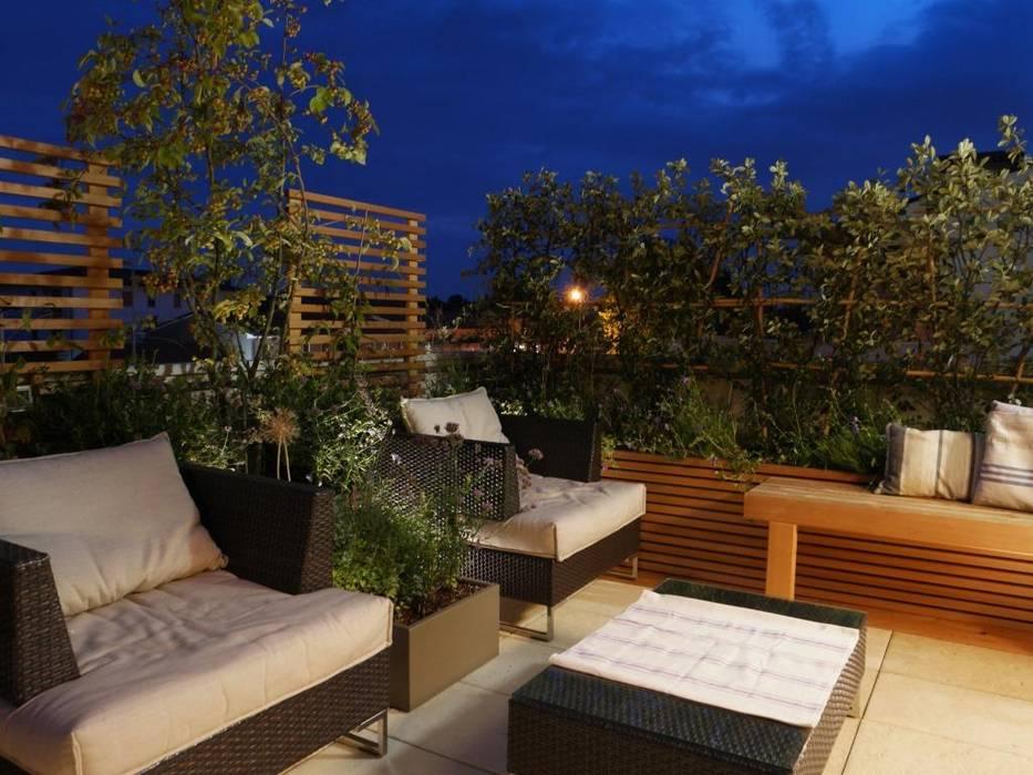 Wood and Green Balcone, Veranda & Terrazza in stile mediterraneo di Paola Thiella Mediterraneo