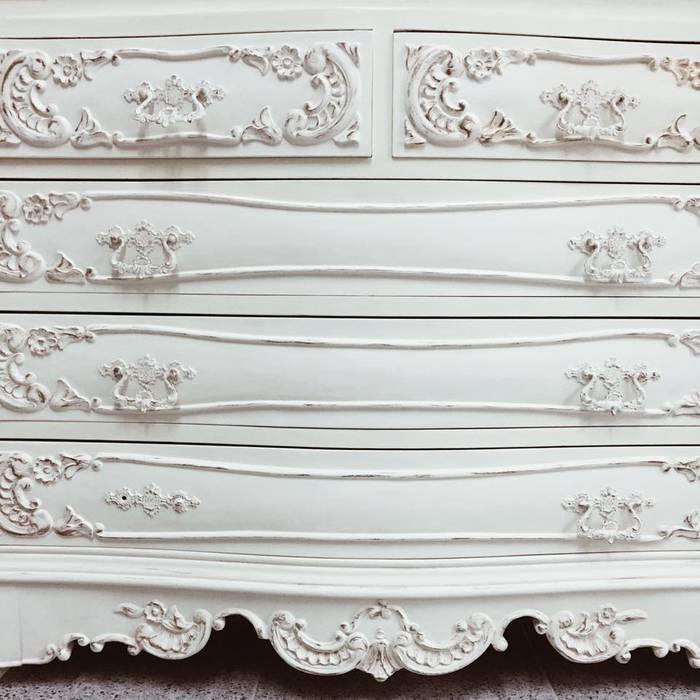 Rafaela Fraga Brás Design de Interiores & Homestyling HouseholdAccessories & decoration Wood White