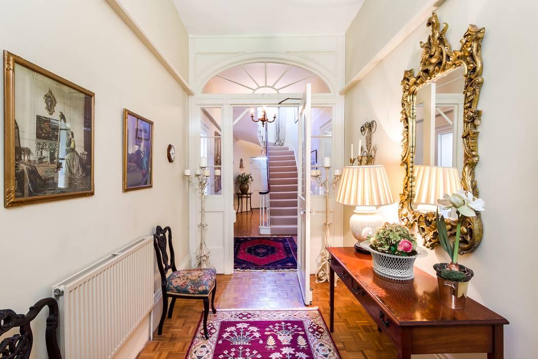 Classic Style Entrance Hall homify Pasillos, vestíbulos y escaleras de estilo clásico Multicolor