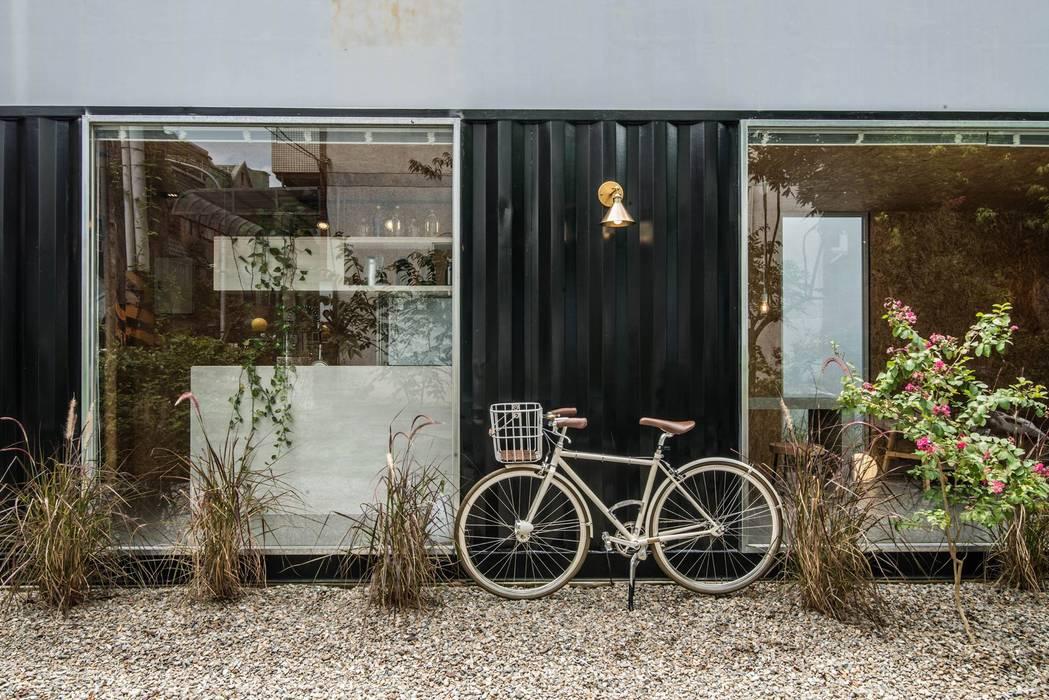 伍乘研造有限公司 現代房屋設計點子、靈感 & 圖片 根據 伍乘研造有限公司 現代風