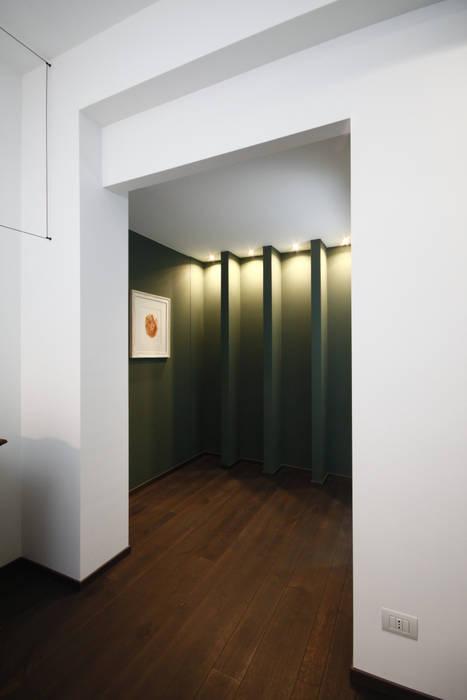 INGRESSO / SALA D'ASPETTO Ingresso, Corridoio & Scale in stile minimalista di Andrea Orioli Minimalista