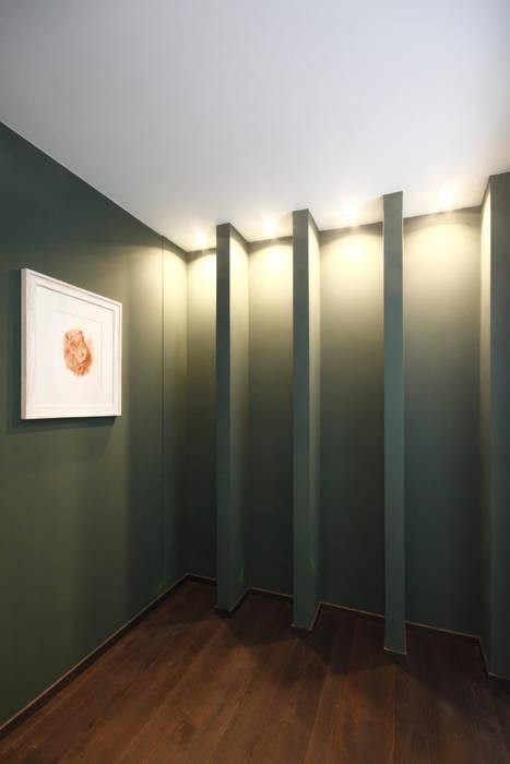 INGRESSO / SALA D'ASPETTO: Ingresso & Corridoio in stile  di Andrea Orioli