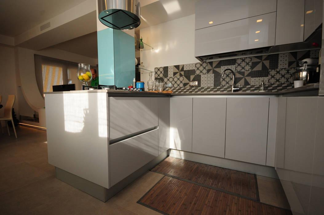 Cucina Kitchen Modern Kitchen by Fabiola Ferrarello architetto Modern Concrete