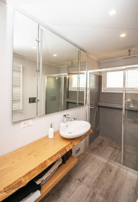 Ristrutturazione appartamento 50 mq Kamar Mandi Modern Oleh Fabiola Ferrarello architetto Modern Beton