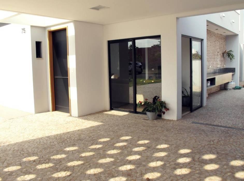 Garajes y galpones de estilo moderno de Cia de Arquitetura Moderno