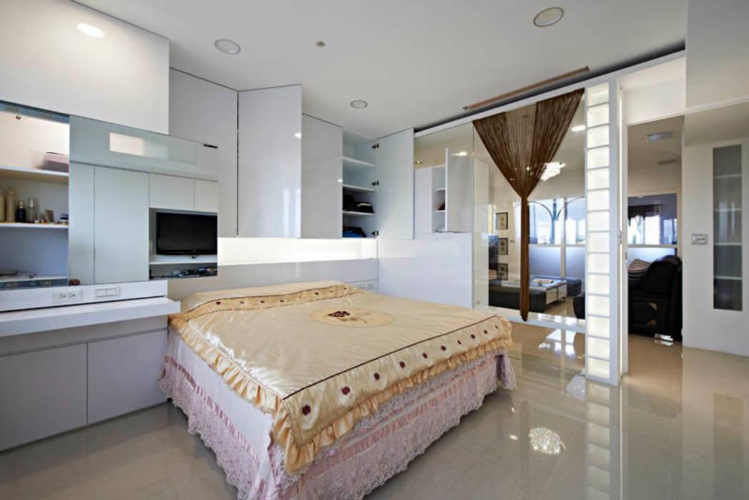 小坪數大空間現代純淨宅 根據 瓦悅設計有限公司 現代風