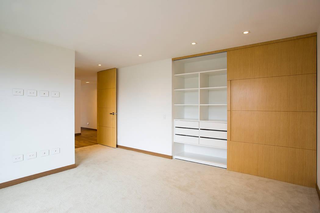 Apto Cll 77 - Cr 9: Habitaciones de estilo  por Bloque B Arquitectos