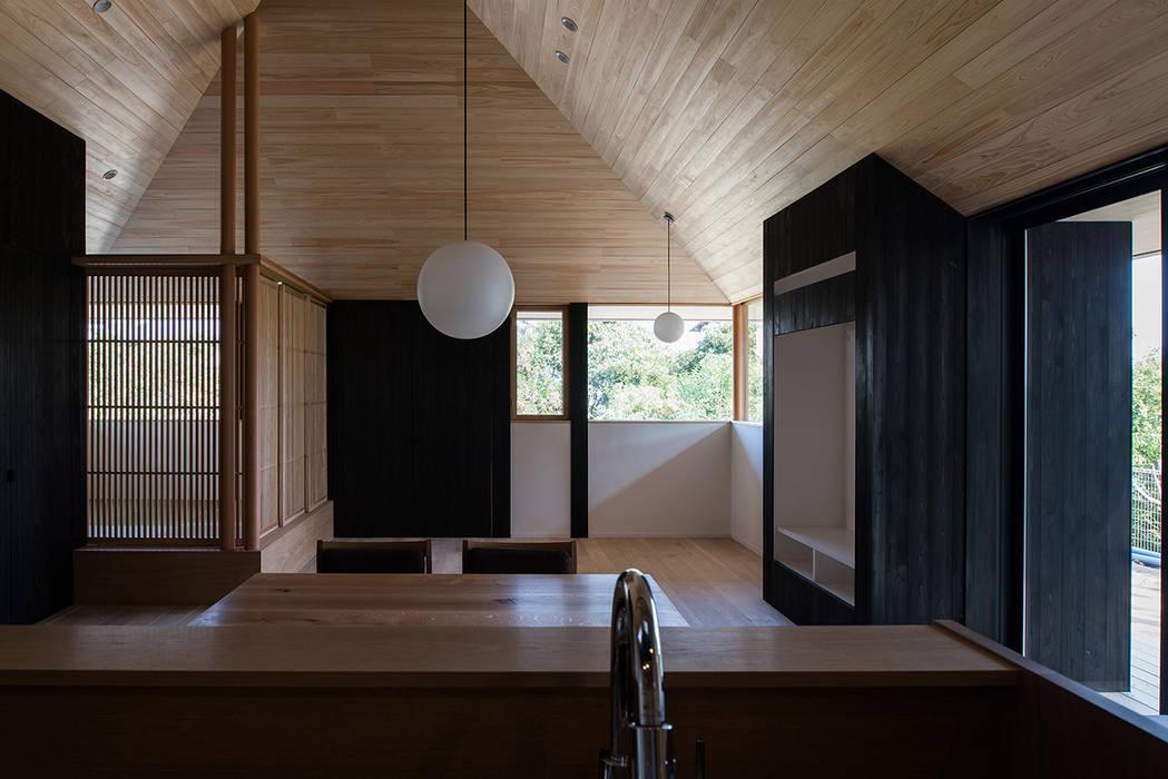 Salon asiatique par 窪江建築設計事務所 Asiatique