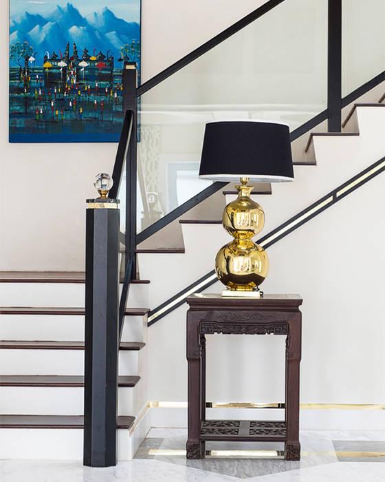 Nowoczesny korytarz, przedpokój i schody od Design Intervention Nowoczesny