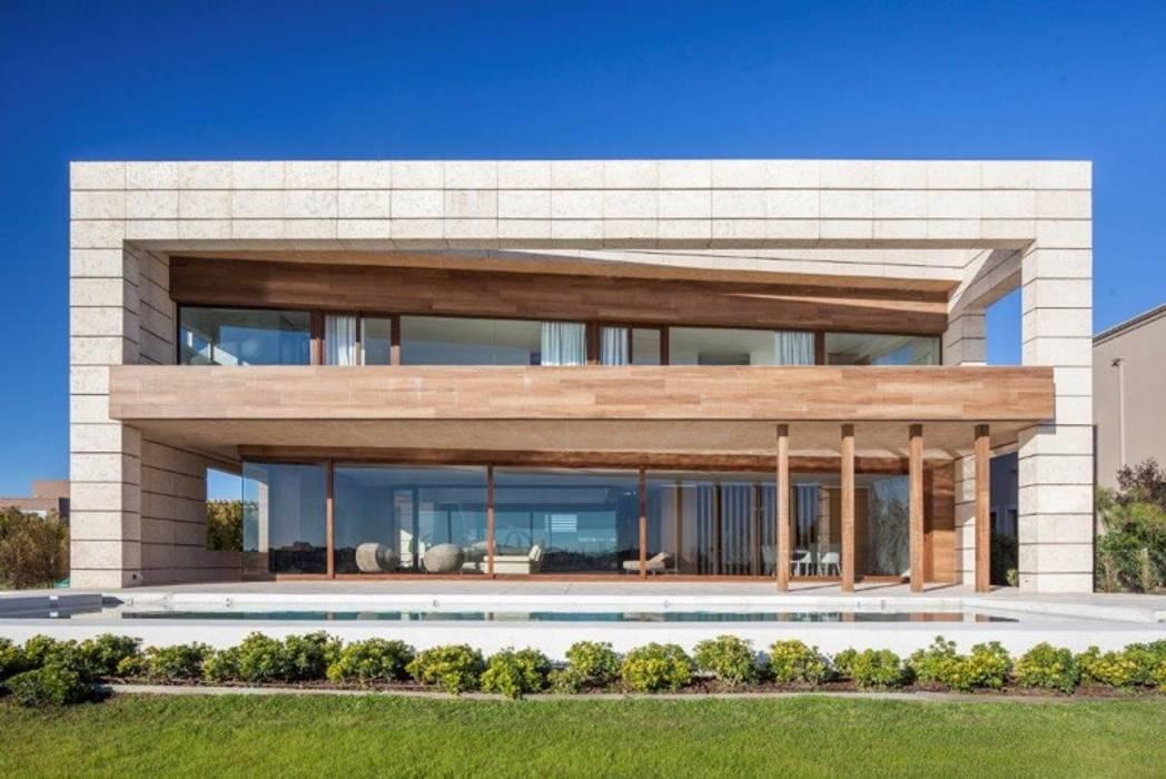 Abstracción Líquida: Casas unifamiliares de estilo  por CIBA ARQUITECTURA