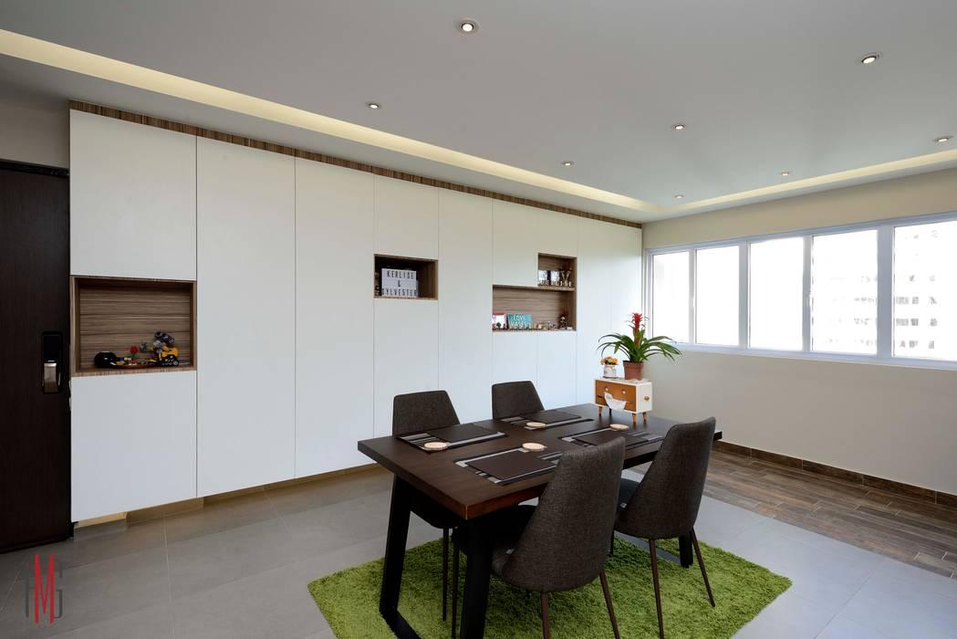 Modern Scandinavian HDB Apartment:  Dining room by HMG Design Studio