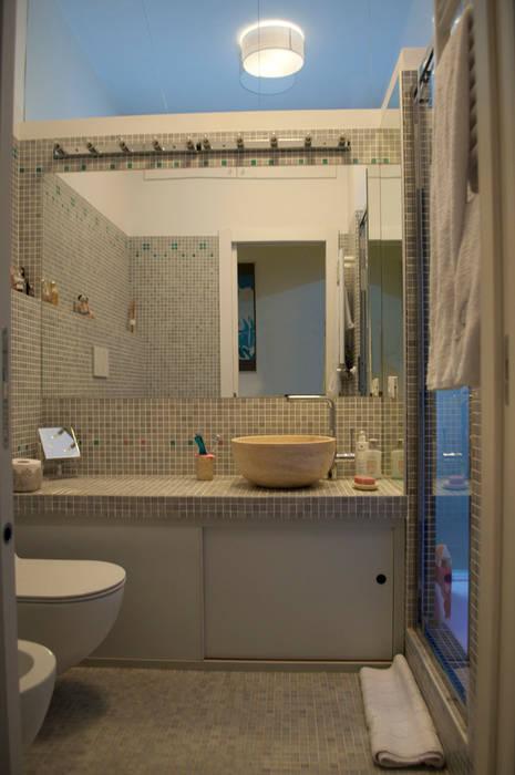 bagno ospiti: Bagno in stile in stile Minimalista di Claudio Renato Fantone Architetto - laboratorio di architettura olistica