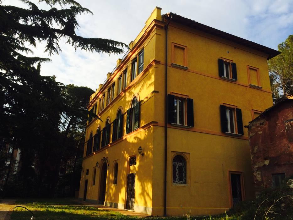 Lato: Case in stile in stile Classico di Siepi Architetti Associati