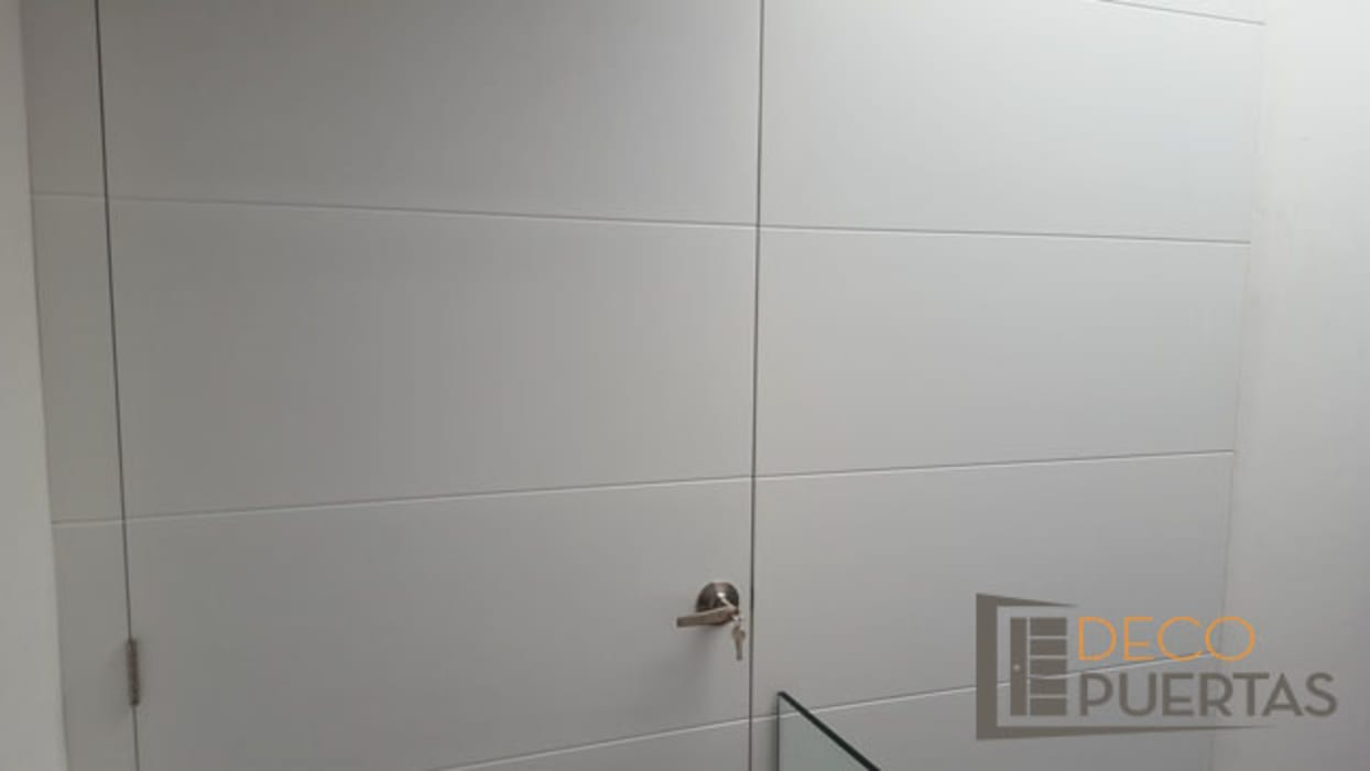 Puerta con panel fijo completo en toda la pared: Ventanas de estilo  por DECOPUERTAS, Moderno Madera Acabado en madera