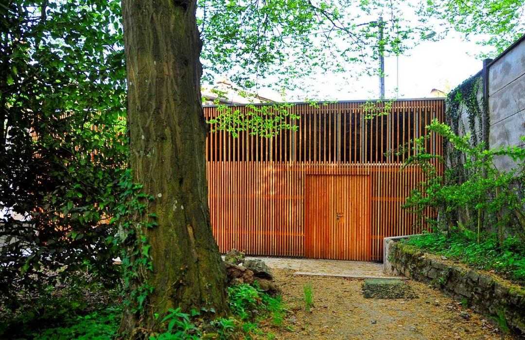 """GARAGE """"R"""" Garage / Hangar modernes par Atelier Presle Moderne Bois Effet bois"""