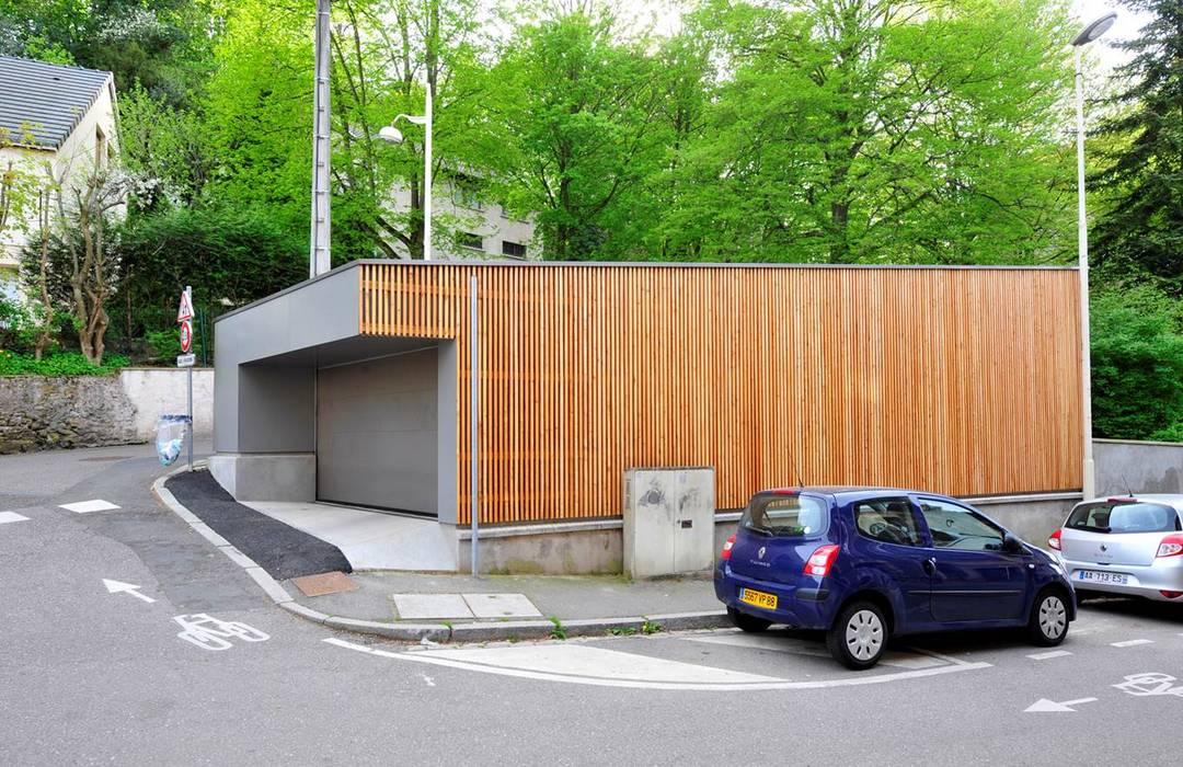 Atelier Presle モダンデザインの ガレージ・物置 木