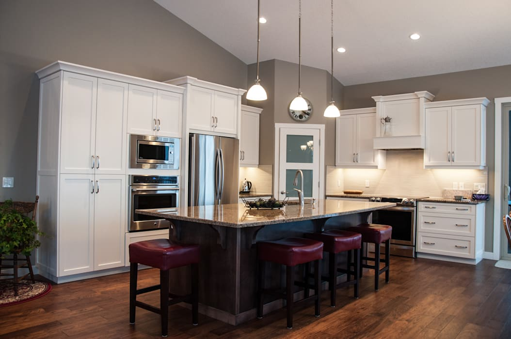 Kitchen by Drafting Your Design Country Solid Wood Multicolored