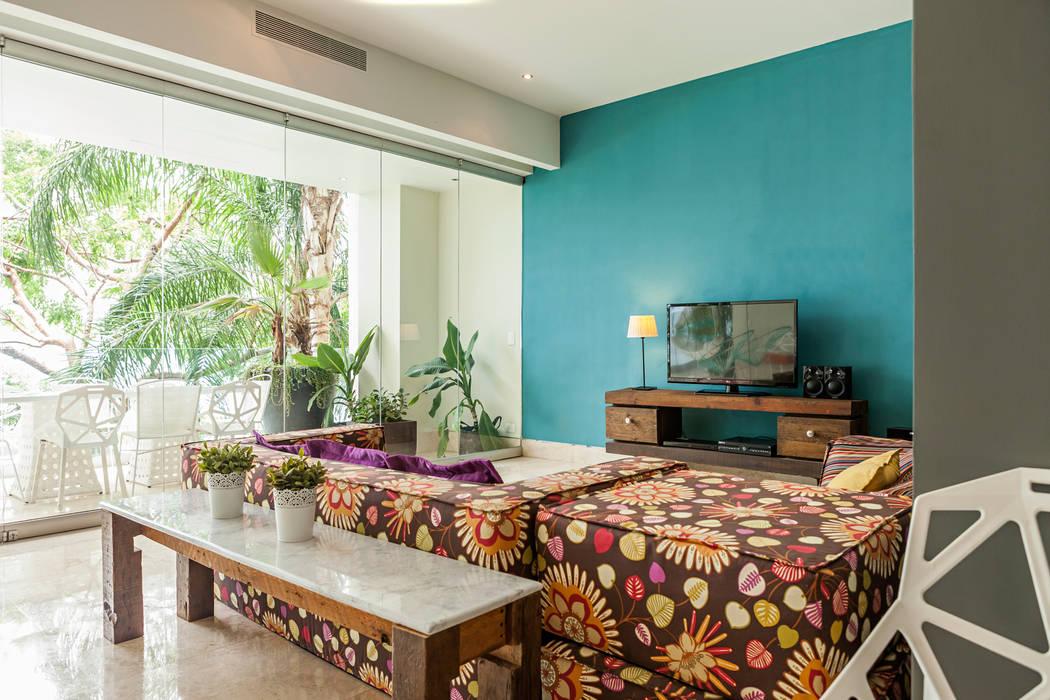 Salas de estar modernas por MORADA CUATRO Moderno