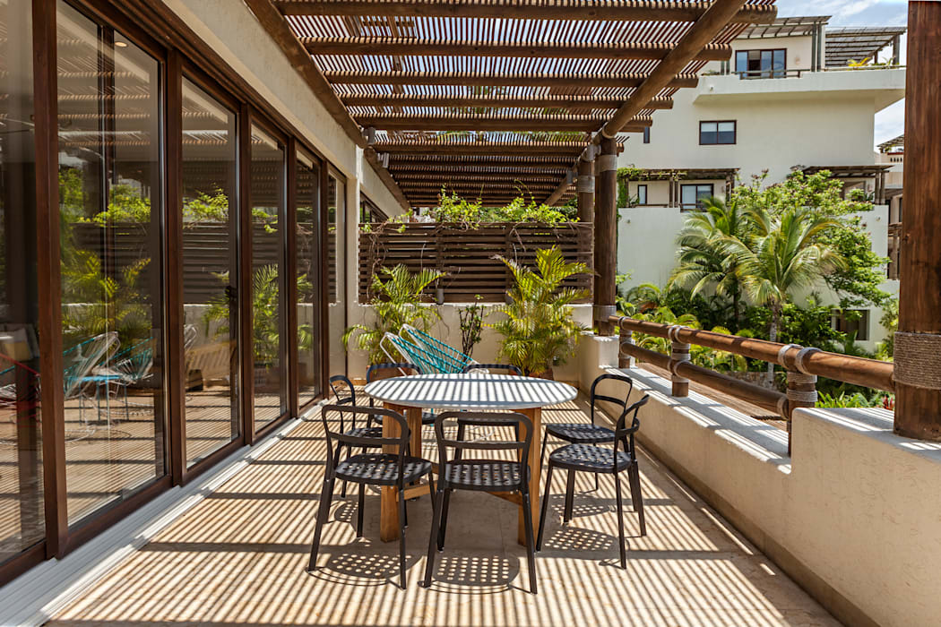 Balcones y terrazas de estilo moderno de MORADA CUATRO Moderno
