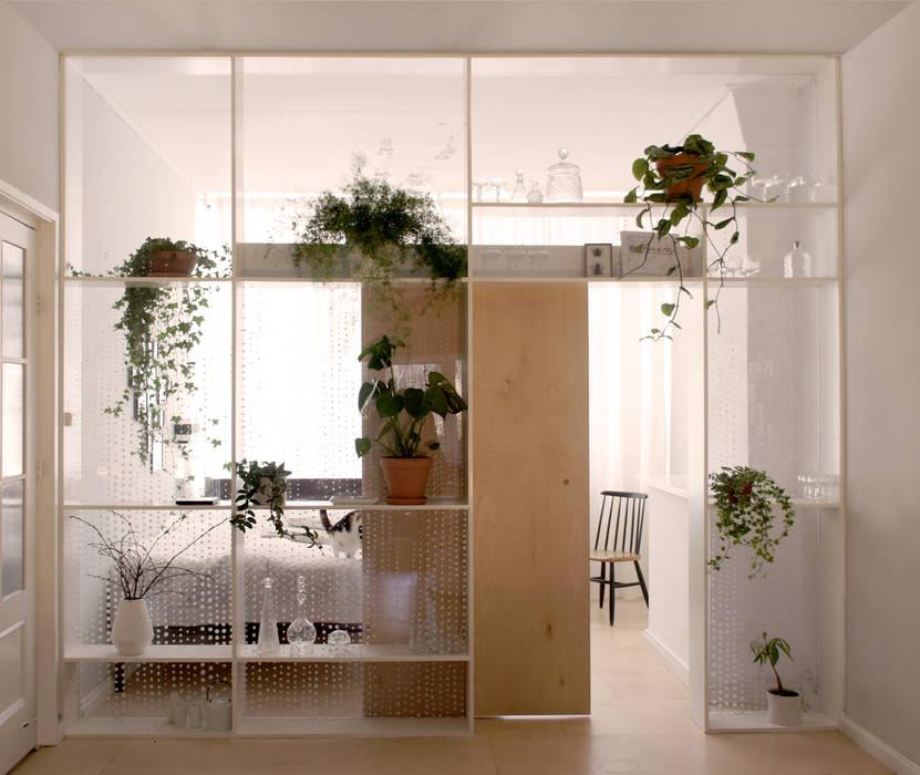 Xtra Room :  Woonkamer door Atelier ARI, Scandinavisch Hout Hout