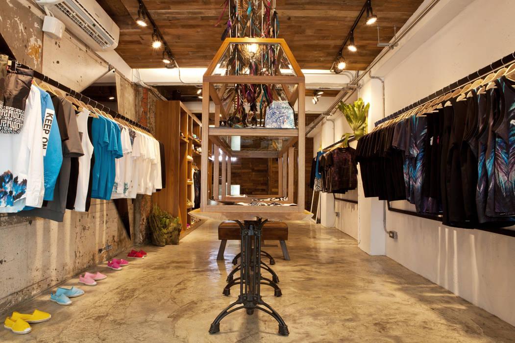 吳克羣DEBRAND品牌旗艦店 根據 光島室內設計 工業風 實木 Multicolored